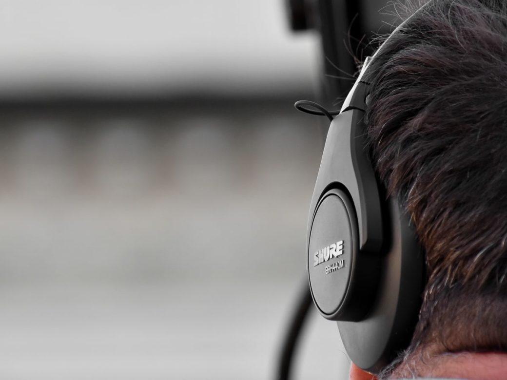 ascoltare- cuffie-film